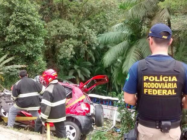 Acidente na BR-280 deixou pelo menos quatro mortos neste domingo (Foto: PRF/ Divulgação)
