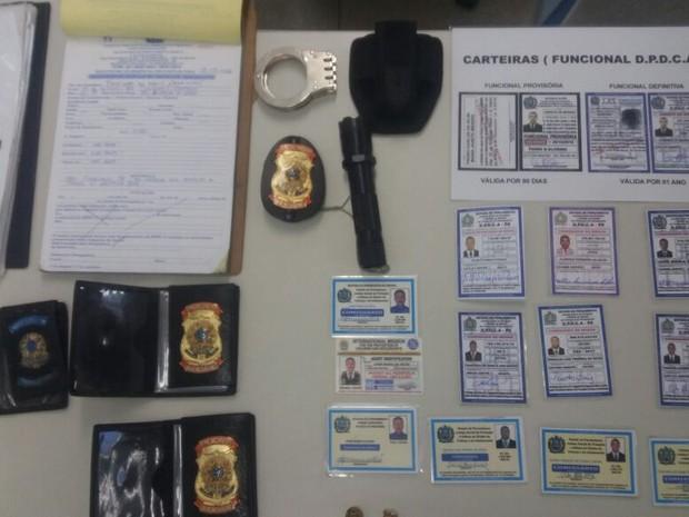Falsos policiais são presos ao procurarem delegacia para fazer B.O (Foto: Ana Luíza Mendonça/ Polícia Civil)