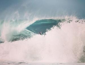 Maya surfa onda grande na temida Praia do Norte, em Nazaré, 3 anos após acidente (Foto: Reprodução)