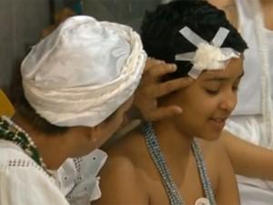 Jovem de 11 anos foi agredida no domingo (14) com pedrada (Foto: Reprodução/TV Globo)