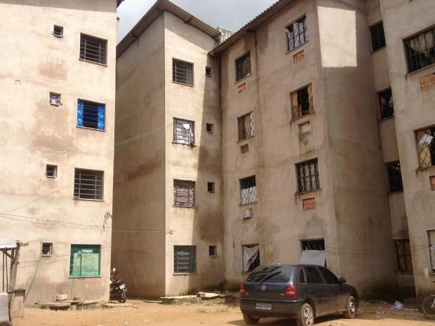 Cerca de 144 famílias invadiram o condomínio que deveria servir para habitação social, mas está abandonado, há cerca de cinco meses (Foto: Larissa Matarésio/G1)