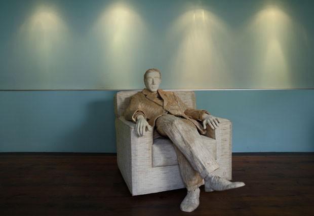 Horvat precisou de 117 mil palitos de fósro para fazer a escultura do ator americano (Foto: Antonio Bronic/Reuters)