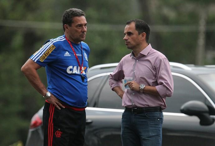 Luxemburgo e Rodrigo Caetano no treino do Flamengo (Foto: Gilvan de Souza / Flamengo)