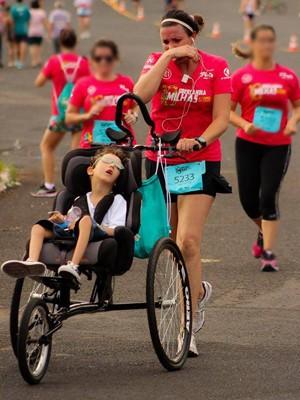 Pedro participa das corridas com a mãe (Foto: Karolina Cordeiro/Arquivo Pessoal)
