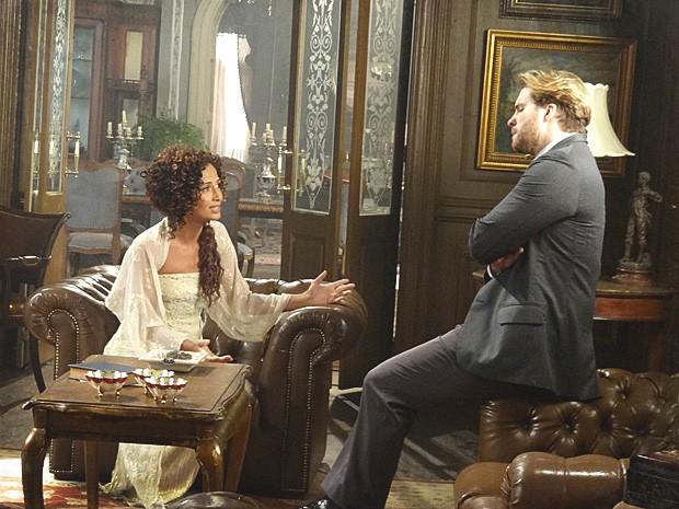 Isabel desconfia que Constância esteja usando Albertinho para chegar até Elias (Foto: Lado a Lado / TV Globo)
