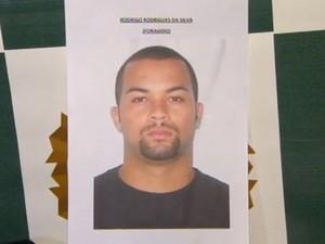 Rodrigo Rodrigues da Silva, de 29 anos, está sendo procurado na região. (Foto: Divulgação/Polícia Civil)