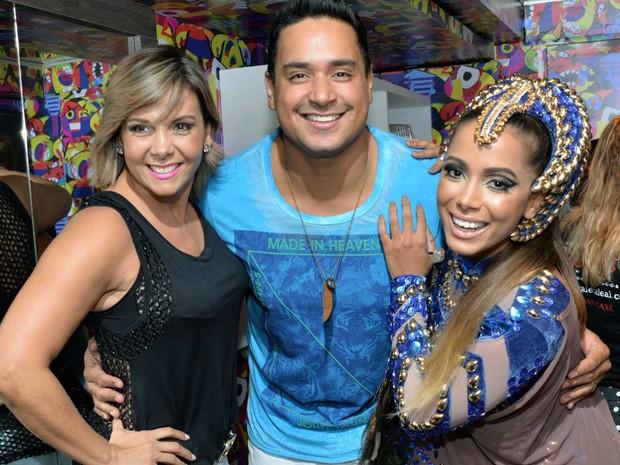 Casal Xanddy e Carla Perez marcam presença no trio da cantora Anitta (Foto: Elias Dantas/Ag. Haack)