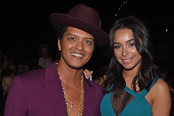 Bruno Mars e Jessica Caban (Foto: Getty Images)