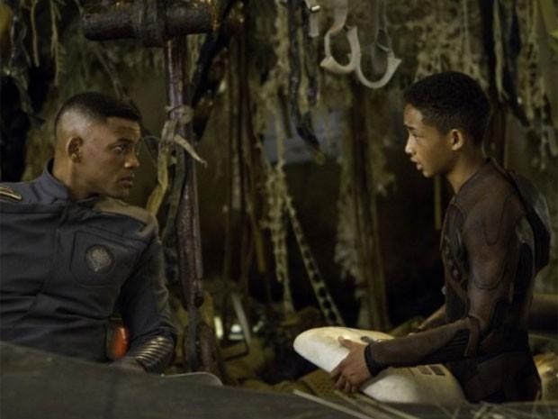 Will e Jaden Smith em cena do filme 'Depois da Terra', do diretor M. Night Shyamalan, o mesmo de 'O sexto sentido' (Foto: Divulgação)