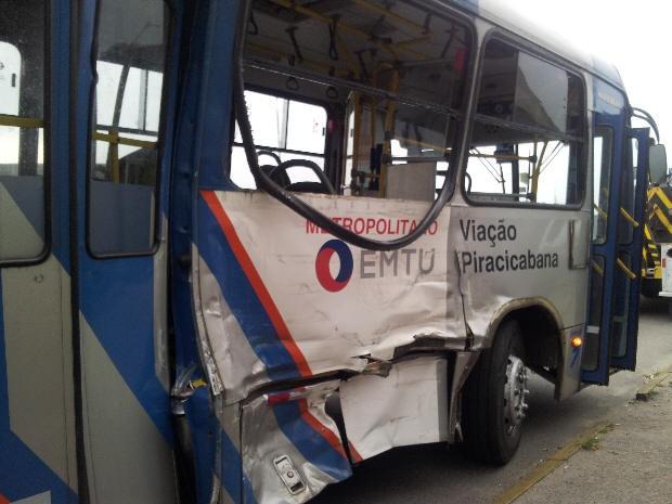 Ônibus foi atingido por um caminhão-tanque na Imigrantes (Foto: Silvio Muniz/G1)