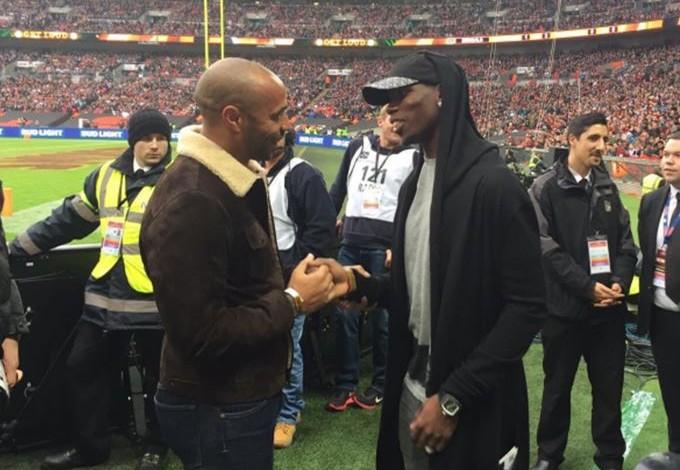 Henry e Pogba Londres NFL Wembley - Bengals x Redskins (Foto: Reprodução/Twitter)