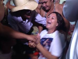Dona Ivone não conseguiu conter a emoção ao saber do resultado  (Foto: Divulgação/RPC)