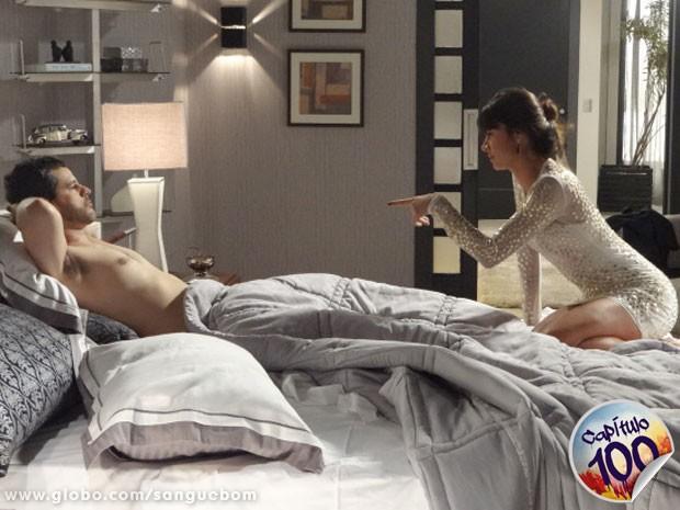 A noite foi boa, mas o casal mal pode esperar a surpresa que está por vir (Foto: Sangue Bom / TV Globo)