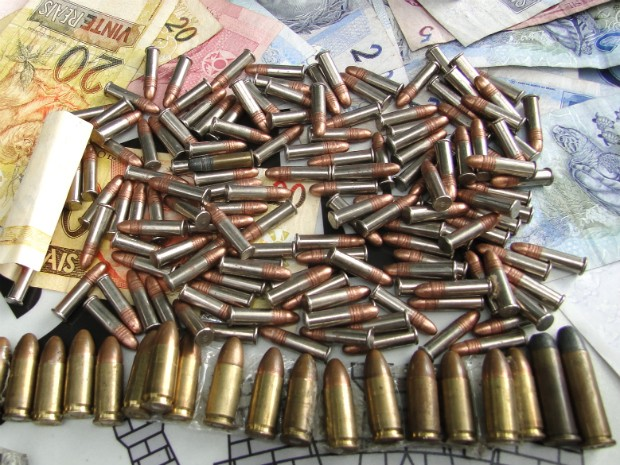 Munição e dinheiro apreendidos pela Guarda Municipal de Americana (SP) (Foto: Divulgação / GAMA)