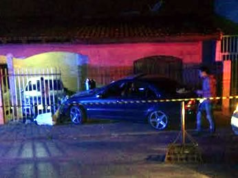 Vendedor foi morto a tiros dentro de carro no Bairro Cristo Rei (Foto: Polícia Militar)