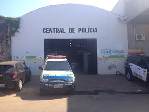 beeebbb4b11 Tia e sobrinha foram levadas para Central de Polícia em Porto Velho (Foto   Matheus