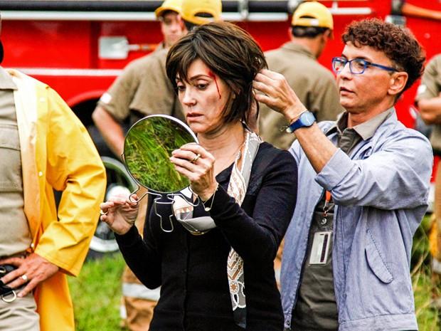 Christiane Torloni se prepara para gravar cena de ação (Foto: Raphael Dias/ TV Globo)