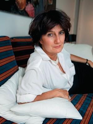 CELIBATÁRIA A jornalista francesa Sophie Fontanel, em foto recente.  Ela diz que, ainda hoje, passa longos períodos sem sexo (Foto: Newscom)