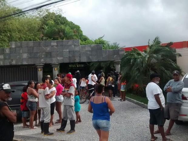 Crime aconteceu na entrada de um motel na Zona Oeste do Recife (Foto: Antônio Coelho / TV Globo)
