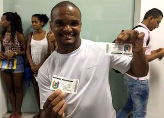 Adams Moreira Silva, torcedor do Bahia, chegou na fila dos ingressos às 3h30 (Foto: Tamires Fukutani)