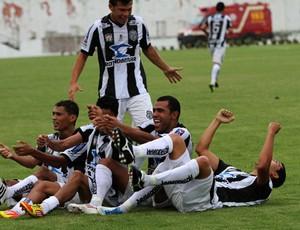 Jogadores do Treze festejam gol marcado contra o Campinense (Foto: Leonardo Silva / Jornal da Paraíba)