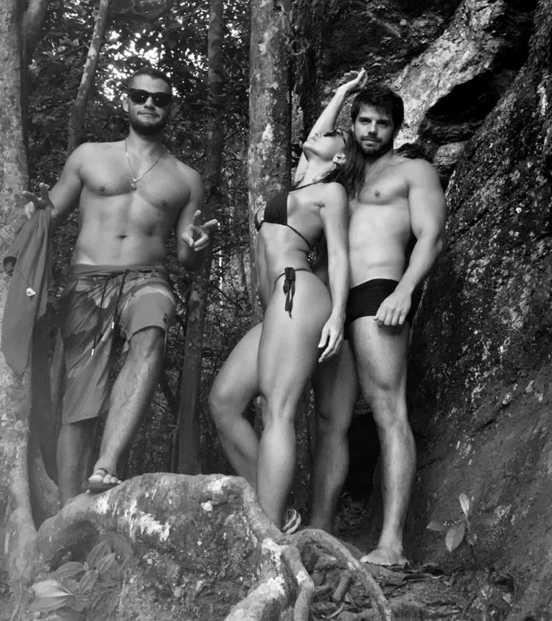 Com Markito Costa e o namorado Duda Nagle na Cachoeira do Horto, no Rio de Janeiro (Foto: Reprodução/Instagram)