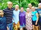 No DF, amigos e familiares raspam cabelo em apoio a mulher com câncer