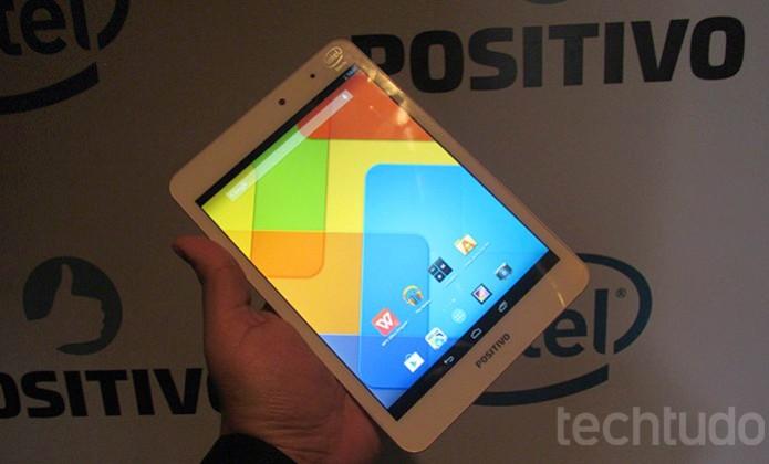 Tela IPS do tablet da Positivo tem brilho agradável  (Foto: Paulo Alves/TechTudo)