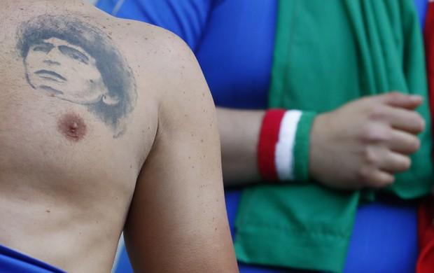 BLOG: Tatuado no corpo: fã mostra idolatria por Maradona em Alemanha x Itália