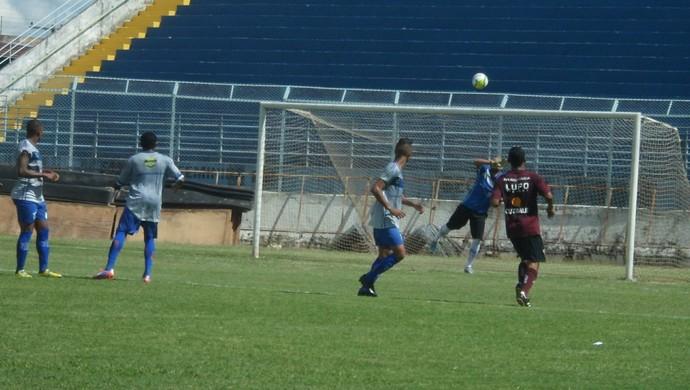 a7d4f8f57bed2 Time de Araraquara acertou o travessão do goleiro Marcelo logo no início do  jogo-treino