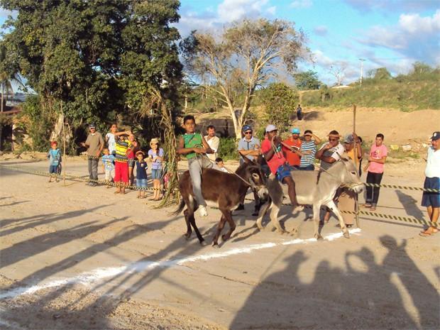 Muitas crianças competiram na corrida (Foto: Rafael Melo/G1)