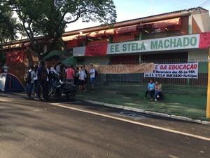 Estudantes ocupam prédi da Escola Estadual Stela Machado em Bauru (Foto: Thais Andrioli/TV TEM)