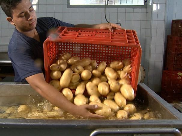 Em Campinas, alimentos rejeitados nas feiras vão para mesas de quem precisa; como será? (Foto: Globo)