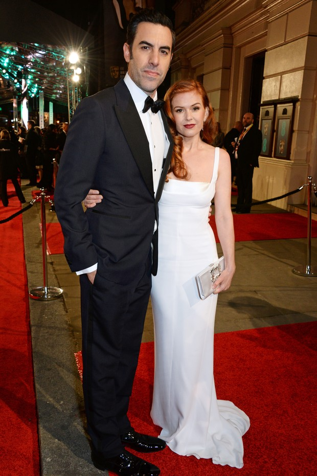 Isla Fisher e Sacha Baron Cohen no BAFTA (Foto: Getty Images)