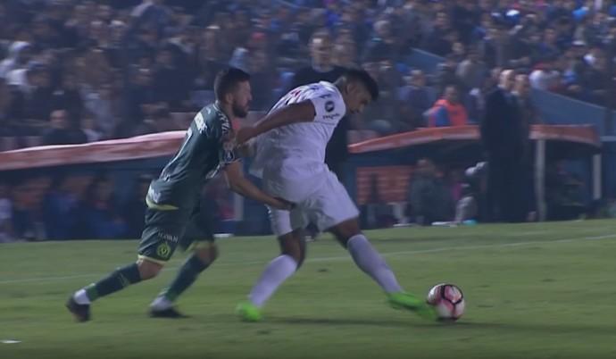 Rossi Diego Polenta Chapecoense Nacional-URU (Foto: Reprodução SporTV)