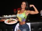 Fernanda D'Avila inspira receita de sushi em camarote no 'Fortal'