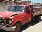 Adolescente pega carro escondido do avô e derruba muro de casa na BA