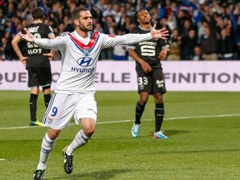 Lisandro Lopez gol Lyon (Foto: Reuters)