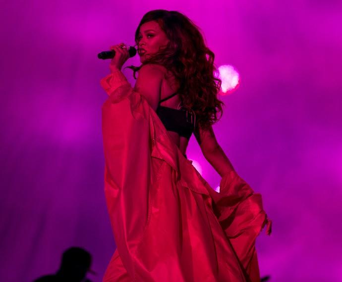 Diva, ela sensualiza durante o show (Foto: Felipe Monteiro/Gshow)