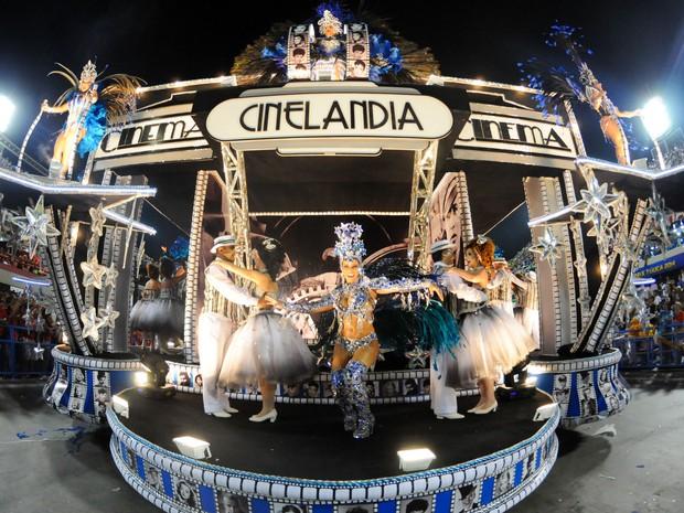 Detalhe de carro da Portela sobre a Cinelândia. (Foto: Alexandre Durão/G1)