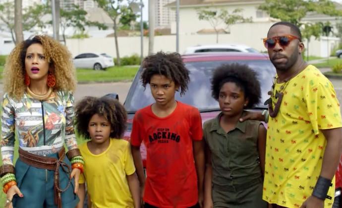 Brau e Michele defendem crianças (Foto: TV Globo)