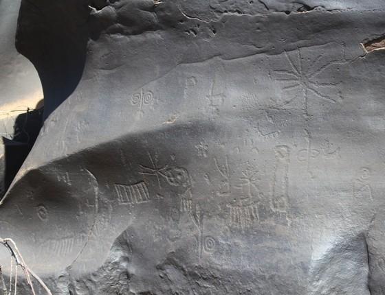 Gravuras rupestres na comunidade de Bebinha (Foto: Samuel Portela)