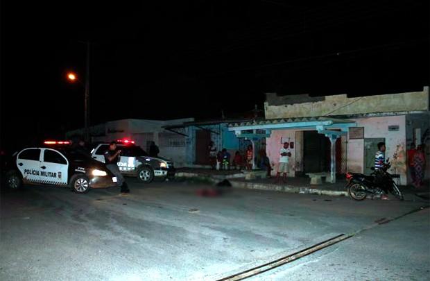 Um dos crime aconteceu por volta de 1h30 deste sábado na avenida Alberto Maranhão, no bairro Barrocas (Foto: Marcelino Neto/O Câmera)