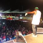 Mr. Catra canta 'Paratibum' no carnaval (Josiel Martins/G1)