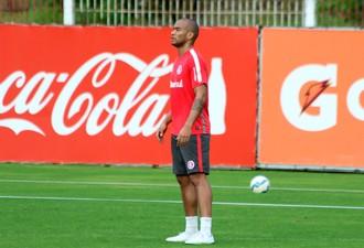 Rodrigo Moledo em treino do Inter (Foto: Diego Guichard)