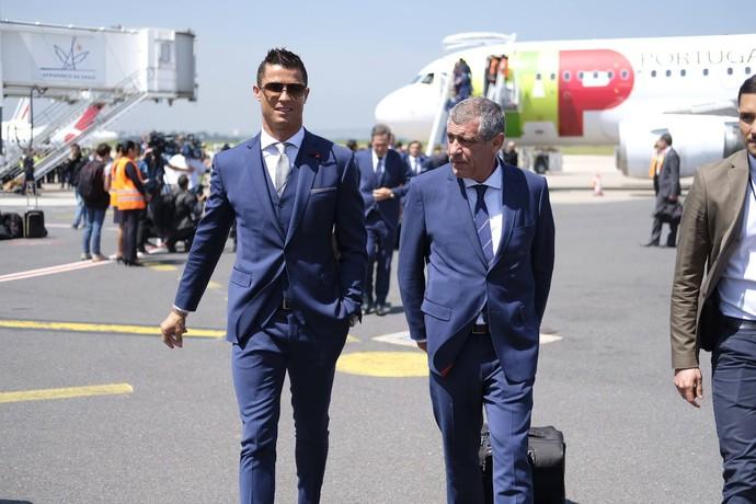 Cristiano Ronaldo desembarque Portugal (Foto: Reprodução/Facebook)