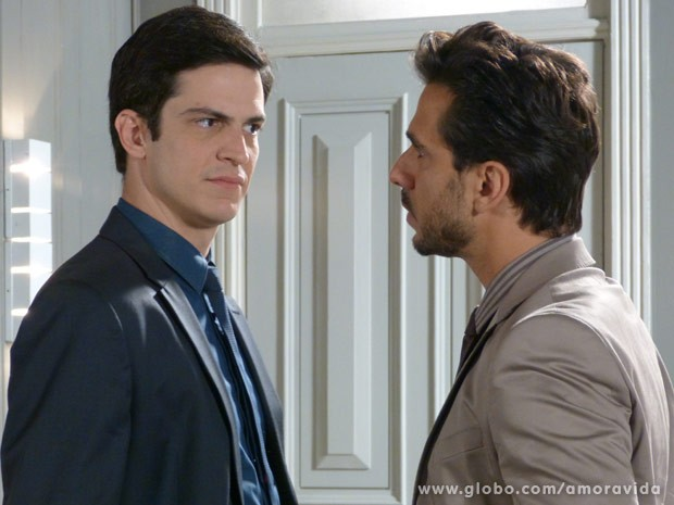 Jacques tira satisfações com Félix (Foto: Amor à Vida / TV Globo)