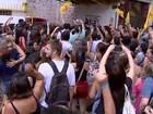 Professores protestam contra mudanças nas aulas em Porto Alegre