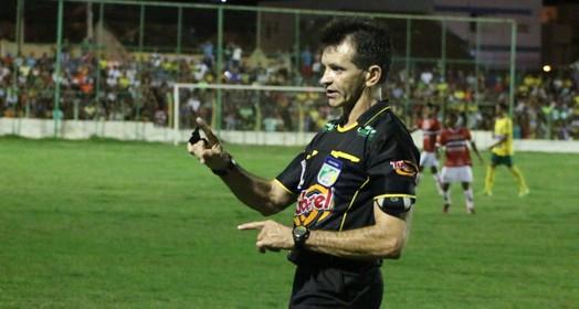 sem favorecer (Renan Morais)