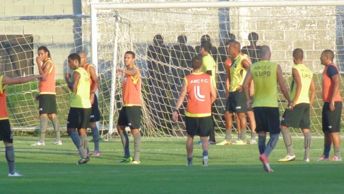 Treino do ABC (Foto: Ferreira Neto/GloboEsporte.com)